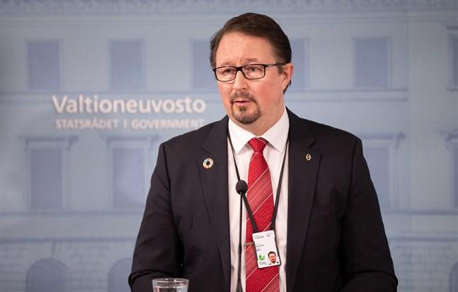 Enligt förhandsuppgifter från statsrådet kommer bland annat Mika Salminen, direktör vid Institutet för hälsa och välfärd, att närvara på måndagens presskonferens om mobilapplikationen Coronablinkern. Arkivbild.