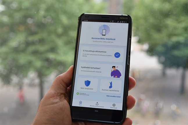 Sammanlagt hade appen Coronablinkern redan på måndagskvällen laddats ned till omkring 220000 smarttelefoner.