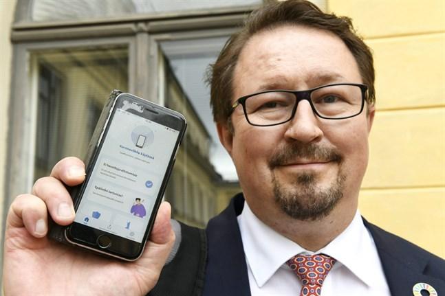 Mika Salminen understryker att det är anonymt att använda Coronablinkern.