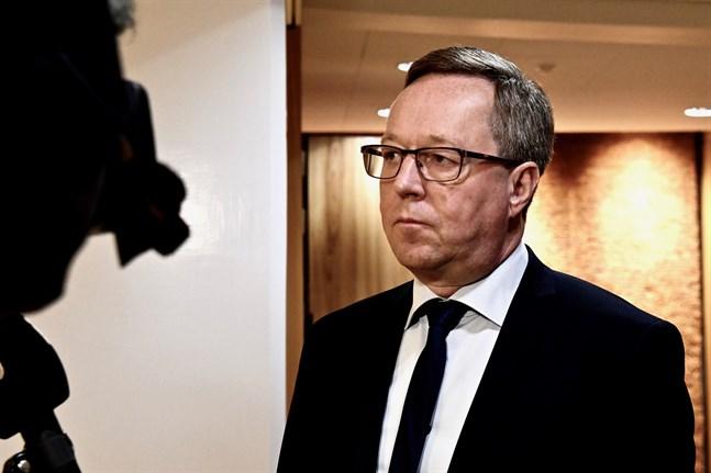 Näringsminister Mika Lintilä (C) vill att man ska få resa fritt till Finland från länder där smittfallen är upp till 25 fall per 100 000 invånare.