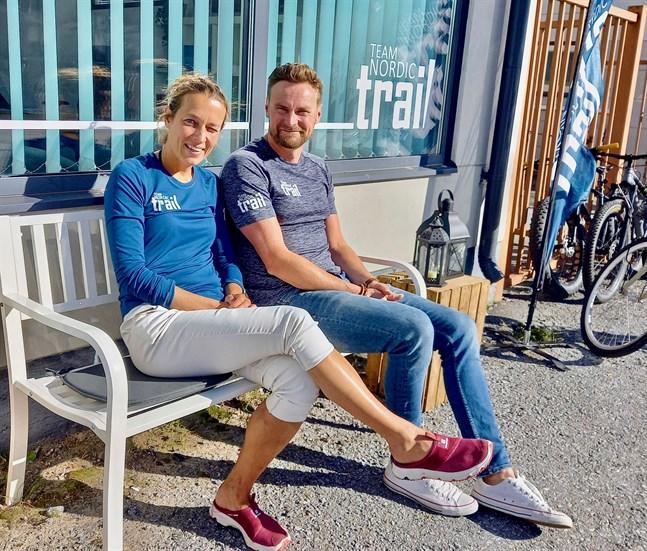 Det är skönt att kunna arrangera kurskvällar i egna utrymmen säger Ida och Björn Kronholm som öppnat TNT Finlands huvudkontor på Jakobsgatan.