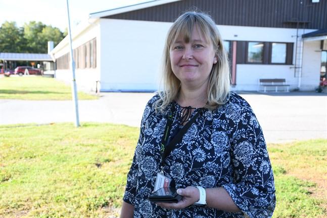 Annastina Sandvik slutar som IT-huvudadministratör på Närpes hälsovårdscentral. Hon får nya arbetsuppgifter inom Österbottens välfärdsområde.
