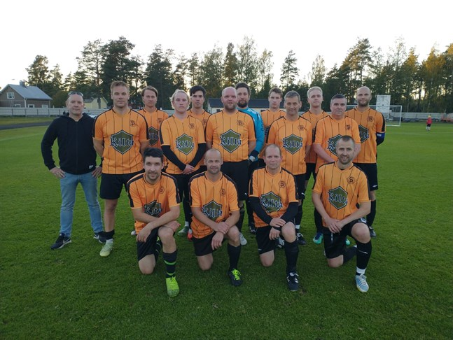 Sääripotku III slog Goats med 5-0 och säkrade avancemang till division 5.