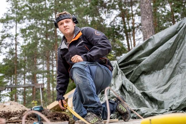 Sixten Wester grundade RSW Byggtjänst med sin bror Rainer. I dagens läge driver han företaget själv.