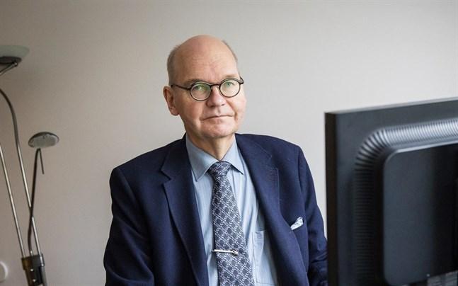 Heikki Kaukoranta hoppas att 70-plussarna och andra riskgrupper är vaccinerade till sommaren. Resten vaccineras först i höst, som läget ser ut just nu.