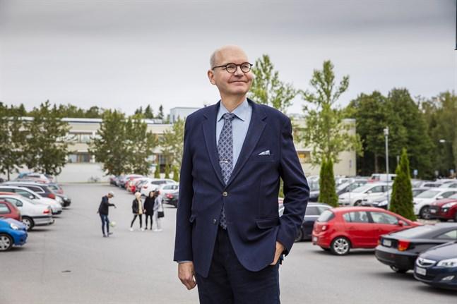 Heikki Kaukoranta konstaterar att det även finns mycket att glädjas över. Som att många unga vaccinerar sig och att vi respekterar individens val. Han passar på att önska alla en trevlig villavslutning, men påminner om att testa sig vid symptom.