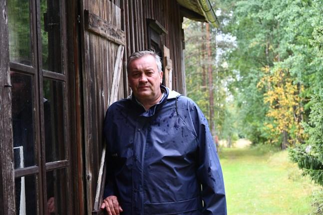 """Så snart möjlighet finns åker Kjell Skoglund till torpet vid Glaforsen och det är också Påskmark i Kristinestad som är """"hemma""""."""