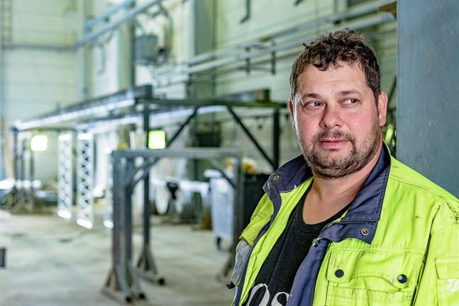 Det var tur i oturen att det fanns en ledig hall på Kållby industriområde. Niklas Östman på NP Blästring ser möjligheter för både utvidgning och utökat samarbete på området.