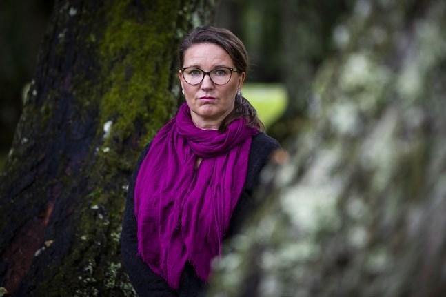 Anne Salovaara-Kero, direktör för Österbottens kriscenter Valo, ser Finansministeriets budgetförslag som ett direkt hot mot tredje sektorns arbetsplatser och människors välmående.
