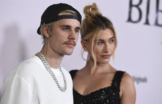 """Justin och Hailey Bieber överraskade när Drake släppte videon till singeln """"Popstar"""". Arkivbild."""