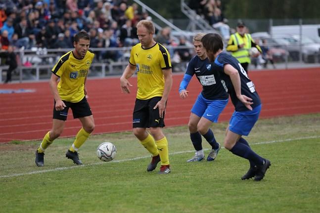 Markus Enlund (t.v.) och Sebastian Åström, två rutinerade spelare, fortsätter i Nedervetillaget.
