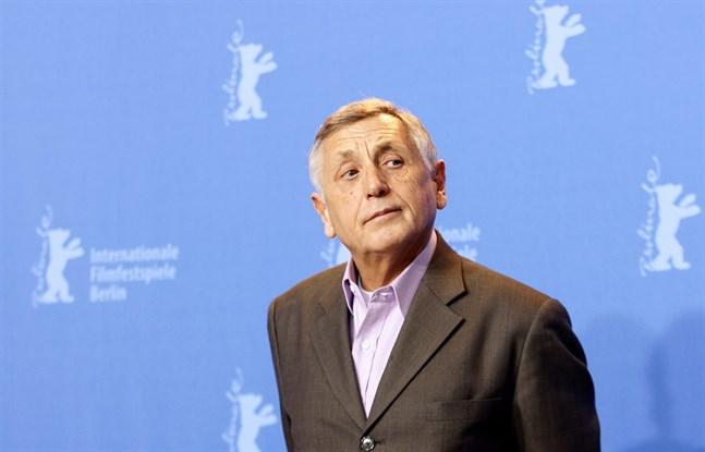 """Den tjeckiske regissören Jiri Menzel, som 1967 belönades med en Oscar för sin mest kända film """"Låt tågen gå!"""", har avlidit. Här syns han på Berlins filmfestival 2007."""