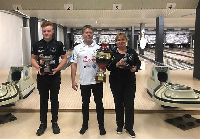Vinnarna i de tre klasserna: William Norrgård, Tomas Rönn och Sari Koskiniemi.