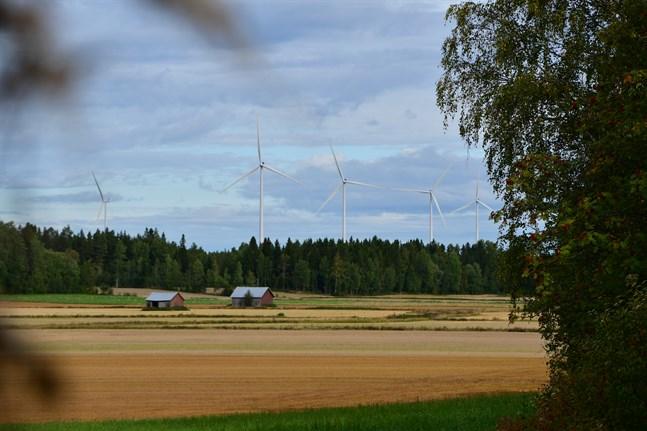 Pedersöre saknar en kommunal linje för utbyggnaden av vindkraft. En sådan hoppas man nu kunna arbeta fram.