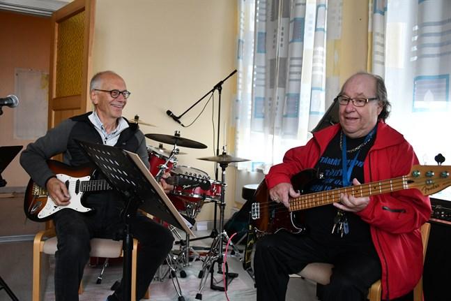 Sven Rosendahl och Harry Kinos utgör två femtedelar av bandet Recado.