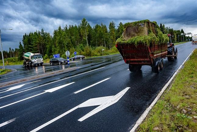 Korsningen mellan riksväg 8 och riksväg 19 i Ytterjeppo är livligt trafikerad.