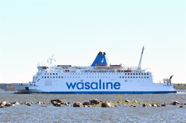 Wasalines nuvarande bil- och passagerarfärja Wasa Express byggdes 1981 och har trafikerat rutten Vasa-Umeå sedan 2013.