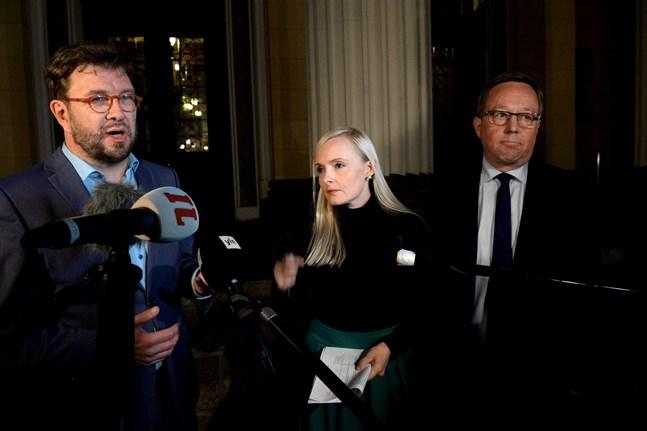 Trafik- och kommunikationsminister Timo Harakka, inrikesminister Maria Ohisalo och näringsminister Mika Lintilä berättade om regeringens nya beslut.