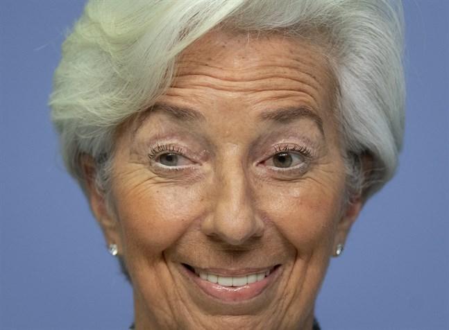 ECB-chefen Christine Lagarde väntas trots negativ inflation och en trög återhämtning efter BNP-kollapsen i andra kvartalet avvakta med nya stimulansåtgärder till decembermötet. Arkivbild.