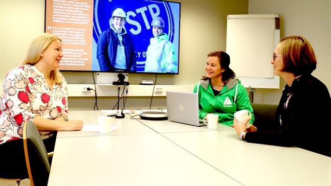"""Nu söks unga och chefer till kampanjen """"Ledare för en dag"""". Från vänster Tanja Saukko, Nina Ingves och Mia Brännbacka."""