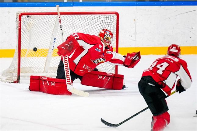 Niko Hovinen tvingades kapitulera två gånger i tredje perioden borta mot Ässät.
