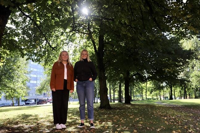 Emelina Alenius och Julia Liewendahl sitter båda i FSLF:s styrelse. Föreningen har coronaanpassat sina evenemang för studenter och på tisdag testar de på ett nytt koncept.