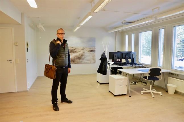 Stefan Pellfolk hyr ut kontorsplatser till företagare. Är man ny företagare får man först pröva på dem mot en låg avgift.