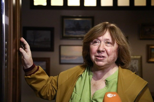 Nobelpristagaren i litteratur, Svetlana Aleksijevitj, är medlem av oppositionens koordinationsråd i Belarus.