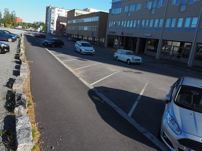 Drive-in coronatest blir på måndag möjligt i Jakobstads centrum på Maria Malm-parkeringen.