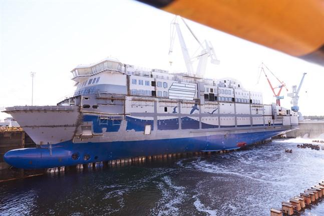 Aurora Botnia byggs för fullt i Raumo. Bilden togs i september 2020. Sedan dess har pressen inte kunnat besöka varvet.