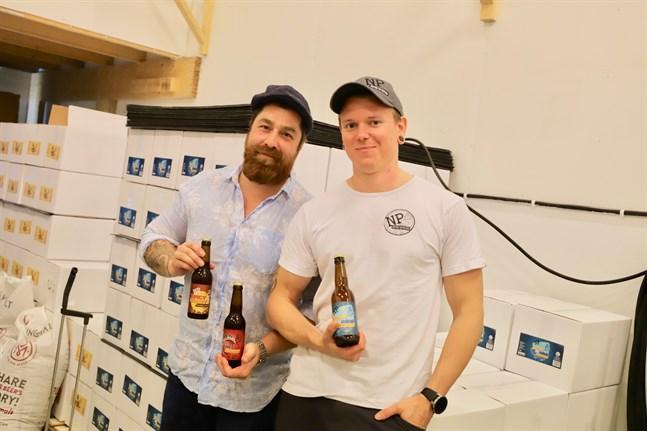 Daniel Pokorny och Ludwig Ahlström är två av delägarna i NP Brewers. Nu har man tagit steget in i butikshyllorna.