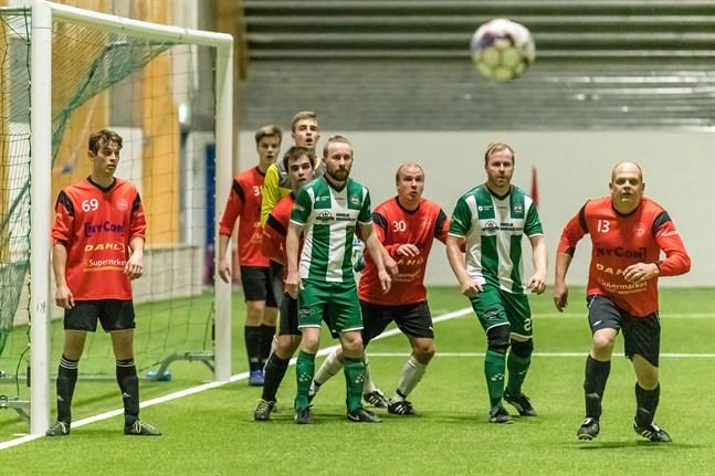 Karlebyderbyt mellan Reima och Såka slutade oavgjort 1-1. Matchen spelades i Kipparihallen.