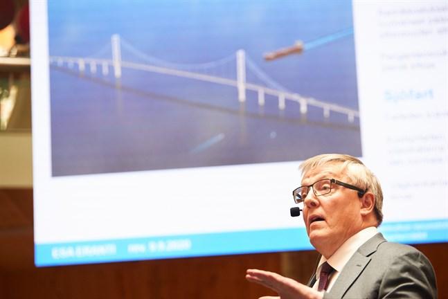 Allt fick sin början på framtidsfestivalen i Vasa förra hösten då experten Esa Eranti höll en föreläsning kring sin och Antti Talvities pilotstudie av bron.