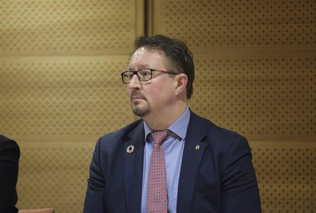 Mika Salminen, direktör för Institutet för hälsa och välfärd, säger till Yle att trenden är viktigare än enstaka variationer i antalet coronafall.