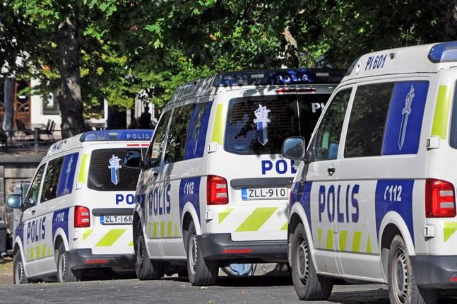 Fordonen står för de klart största utsläppen inom Polisen. Planen är att gå över till elbilar så fort teknologin tillåter det.