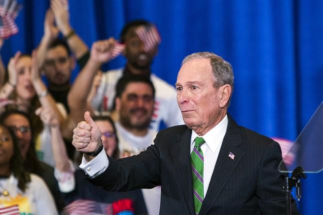 Den före detta presidentkandidaten Mike Bloomberg bidrar med 100 miljoner dollar till demokraten Joe Bidens kampanj i Florida. Arkivbild.