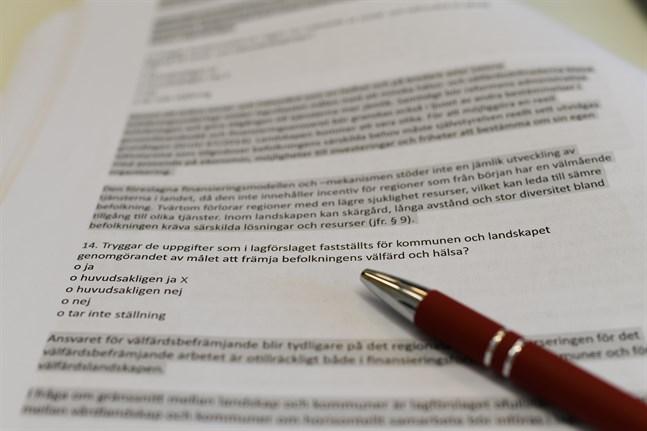 Kommunerna ska inom september svara på frågor om vårdreformen via en blankett med 90 frågor. Närpes har gett sitt svar och Kaskö gör det på torsdag.