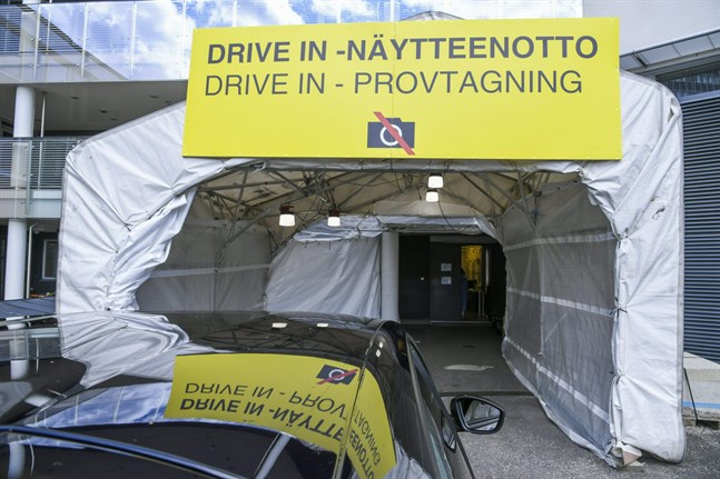 Teststation på Mejlans sjukhus i Helsingfors.