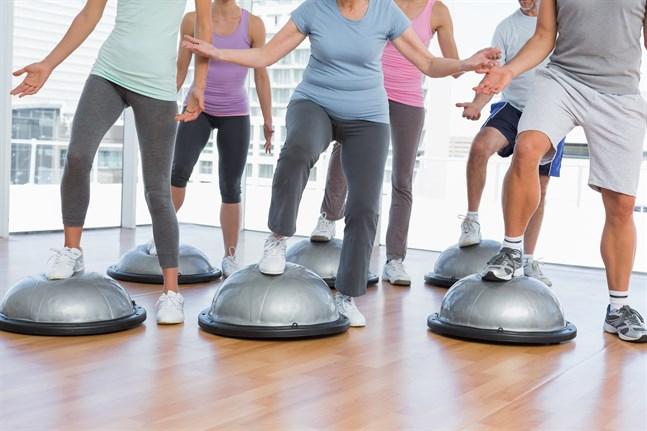 Medborgarinstituten i Österbotten är förvånade över att så många vill komma på kurs. Gympakurserna är populära.