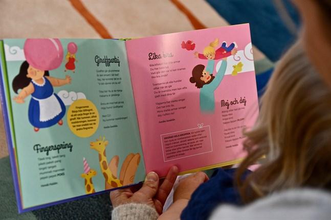Information som föräldrarna får på barnrådgivningen påverkar hur de läser med sina barn.