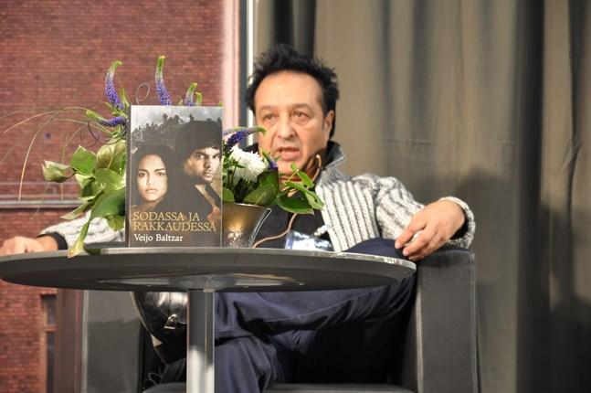 Författaren och kulturrådet Veijo Baltzar misstänks för bland annat grov människohandel, grov våldtäkt och grovt sexuellt utnyttjande av barn. Polisen misstänker att Baltzar utnyttjat sin ställning som en känd kulturperson.