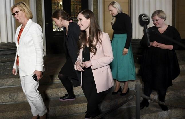 Ordförandena för de fem regeringspartierna – Anna-Maja Henriksson, Li Andersson, Sanna Marin, Maria Ohisalo och Annika Saarikko – är överens om innehållet i budgeten.