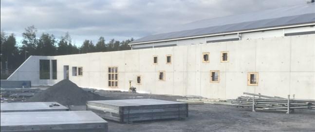 Pedersöre bollhall ska kunna tas i bruk i slutet av året.
