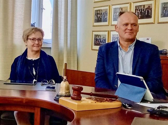 Stadsdirektör Anne Ekstrand och stadsstyrelsens ordförande Owe Sjölund är nöjda med bokslutet.