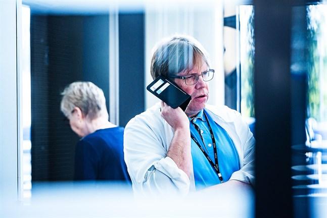 Infektionsöverläkare Marko Rahkonen har regelbunden kontakt med Malmska i Jakobstad.