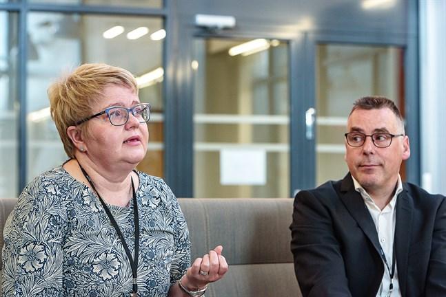 VD Minna Korkeakoski-Västi och ekonomidirektör Pasi Hämäläinen säger att anpassningsprogrammet ska dämpa kostnadsökningen.