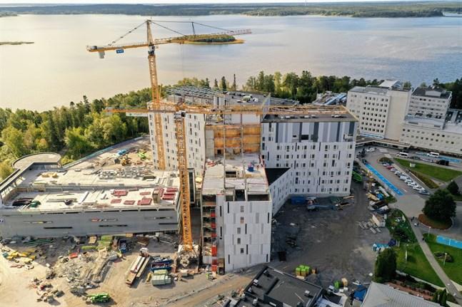 Det yttre av H-huset blir klart i år. Hösten 2022 tas det i bruk.