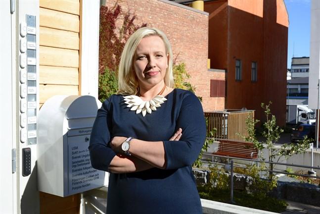 Det är fascinerande att få se inifrån hur arbetet inför kommunalvalet fungerar från partiledning ut till lokalavdelningar, säger SFP:s nya kretsordförande Johanna Holmäng.