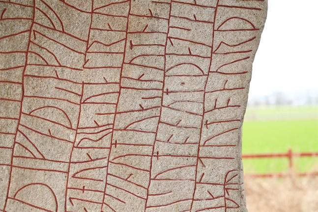 Den vikingatida Rökstenen i Rök i Östergötland. Rökstenen är en av Sveriges mest kända runstenar. Dess inskrift anses med sina 760 tecken vara världens längsta runinskrift. Arkivbild.
