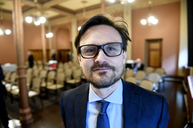 Pellervos prognosdirektör Janne Huovari bedömer att tillväxten sjunker 4 procent i år.